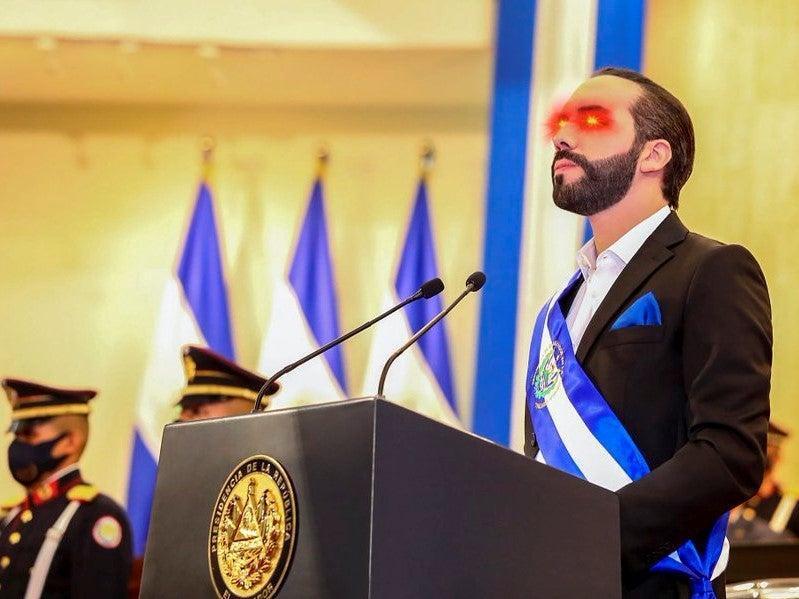 président du Salvarod portant les laser eyes - Bitcoin