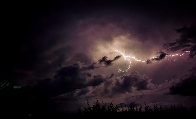 Lampo nel buio di ytse_jam