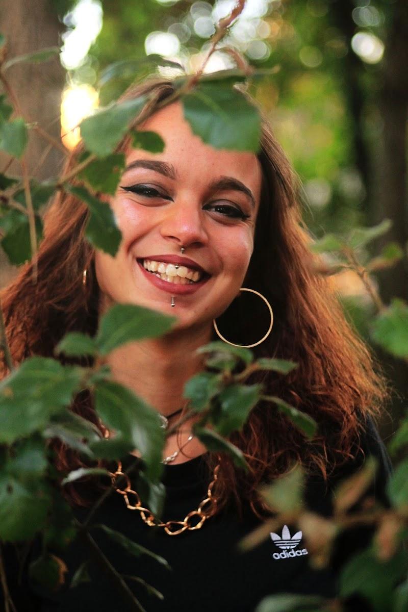 She wishes to live in harmony with nature. di nicole_chiari