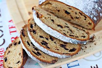 Photo: http://www.roxanashomebaking.com/mango-chocolate-bread-recipe/