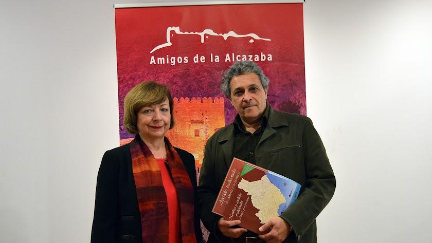 Maite Pérez y Jorge Lirola antes de la conferencia en el Museo de la Guitarra.