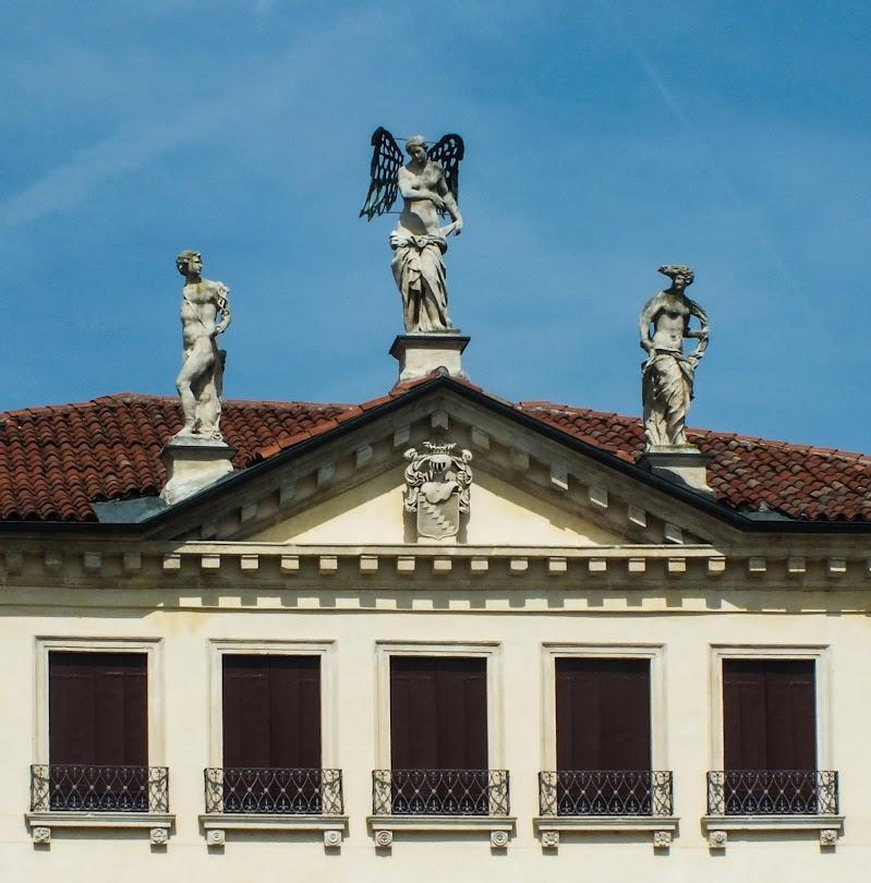 Simmetrie neoclassiche di Giò Volpi