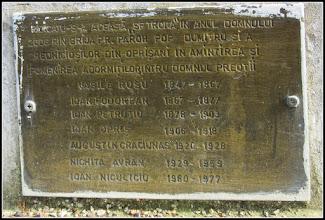 """Photo: Biserica """"Adormirea Maicii Domnului"""" de pe Str. Ioan Opris, Nr.1 -  placuta pe  troita , sculptura in lemn realizata in anul 2006 de  Nelu Copil """"""""Ridicatu-s-a aceasta """"Sf Troita"""" in anul Domnului 2006 prin grija Pr.Paroh Pop Dumitru si a credinciosilor din Oprisani, in amintirea si pomenirea adormitilor intru Domnul preotii: Ivasile Rusu               1847 - 1867 Ioan Fodorean           1867 - 1877 Ioan Petrutiu             1878 - 1903 Ioan Opris                 1906 - 1918 Augustin Craciunas    1920 - 1928 Nichita Avram           1929 - 1959 Ioan Niculiciu            1960 - 1977""""""""   foto Ana Maria Catalina - 2017.11.08"""