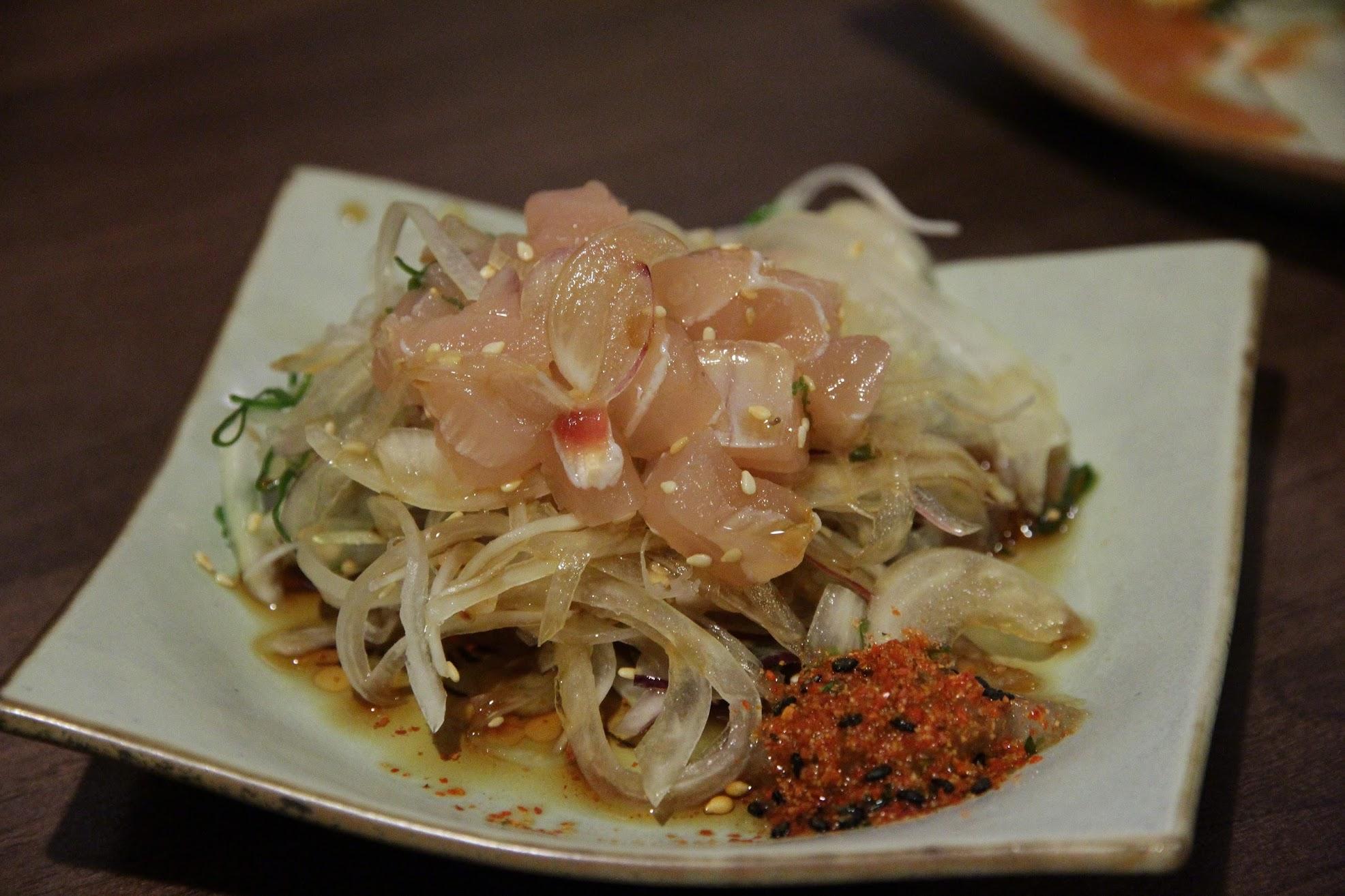 生魚片碎肉+洋蔥
