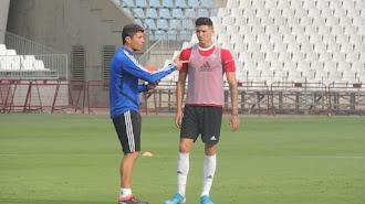 Darwin Núñez con Pedro Emanuel.