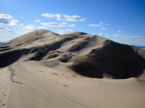 Photo: Picture taken by V, from the easternmost dune. M & I can be seen as dots at the ridge of the tallest dune ahead.