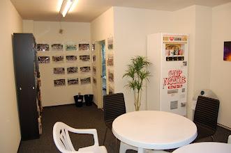 Photo: 本館 休憩室(談話室) 漫画、テレビ設置しました。夜食にカップラーメンもあります。