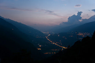 Photo: Najdalej widoczne światła Sondrio. Tam właśnie miałem jechać dalej. Modyfikacja planów nastąpiła po tym jak objawił się defekt tylnego koła :(