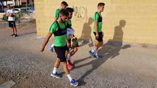 Los jugadores llegando a la Vega.