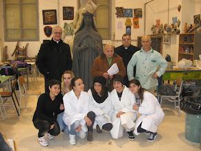 Photo: Il Fiduciario della sede Pellegrino con il Prof. Scupola, un gruppo di allievi e Don Antonio Montinaro