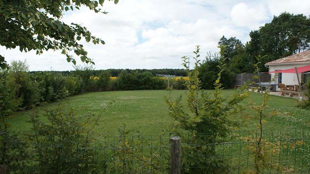 gite-la-grange-les-grandes-chaumes-17700-surgeres-jardin