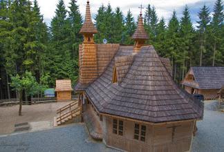 Photo: A Wiktorówkin található szentélyt 1936-38-ban építették fel azon a helyen, ahol 1861-ben a 14 éves Maria Murzański előtt megjelent a Szűzanya. Fotó: GuenPhoto