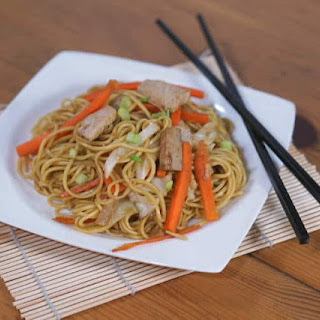 Yakisoba (Japanese Stir Fried Noodles).