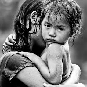 In arms by Hamdan Hary - Babies & Children Children Candids