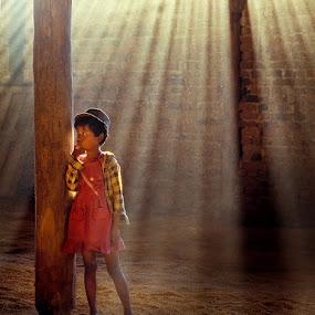 Burma - Rice warehouse by Roberto Nencini - Babies & Children Children Candids ( rice, backlight, controluce, asia, birmania, burma )