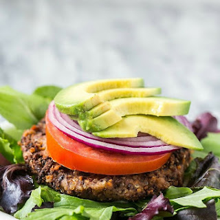 5-Ingredient Black Bean Quinoa Burgers