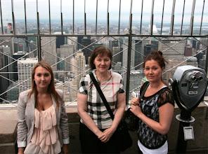 Photo: Petra, Pirkko ja Satu ylhäällä Empire State Buildingissä