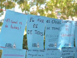 Photo: Mensajes en la Plaza de Olavide.