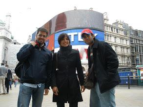Photo: Piccadilly Circus. Angel, Natalia & Khalid. Saturday, 16th May 2009.