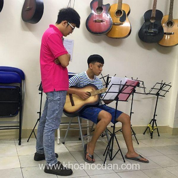 Học đàn Guitar uy tín, chất lượng cao cùng Trung tâm  Âm Nhạc YAM  3