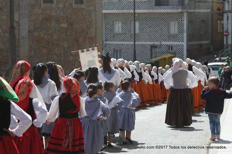 A Agrupación Cultural Guardesa organizou o pasado 17 de maio na Guarda o tradicional desfile co gallo do Día das Letras Galegas.