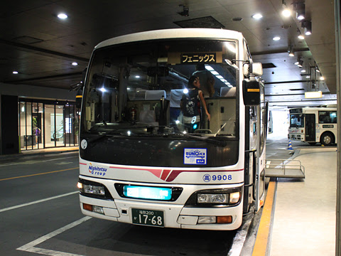 西鉄高速バス「フェニックス号」 9908 西鉄天神高速BT改札中