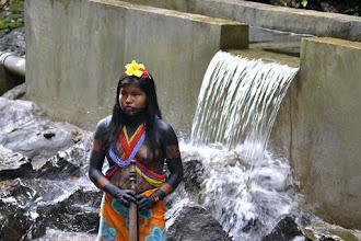 Photo: Joven indígena y el agua - Yucal