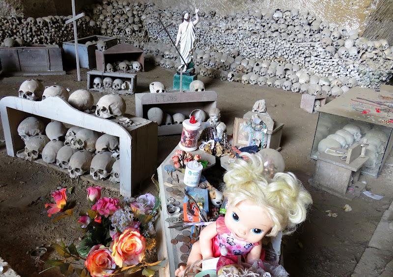 Bambole e teschi di Giorgio Lucca