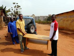 Photo: Nous leur apportons aussi du mobilier...