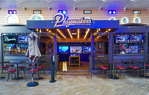 symphony-of-seas-playmakers.jpg - You'll find a wide variety of craft beers and cocktails as well as sandwiches, sliders and snacks at Playmakers Sports Bar & Arcade on Symphony of the Seas.