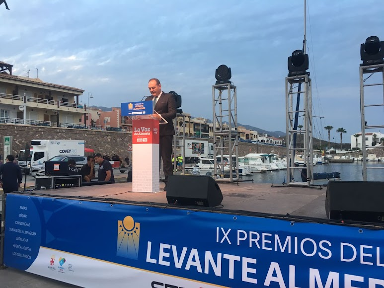 El alcalde cuevano, Antonio Fernández, anfitrión de los IX Premios Levante