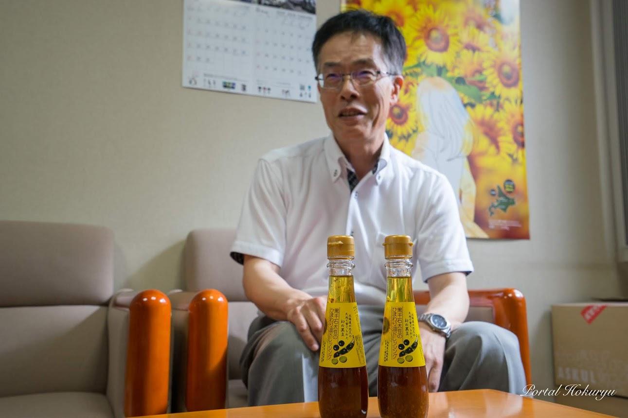 黒千石大豆のひまわり油ドレッシングのリニューアル開発を担当された企画振興課・東郷弘之 ひまわり油専門官