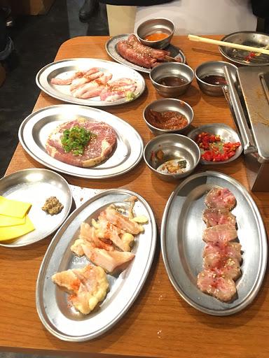 雖然我不能吃牛,但是豬肉也超級好吃,推薦必點地獄辣醬,辣超級香