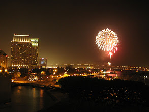 Photo: 航母上看大会安排的烟火