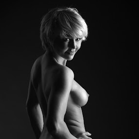 Janica by Simo Järvinen - Nudes & Boudoir Artistic Nude ( model, person, monochrome, nude, black and white, female, woman, people,  )