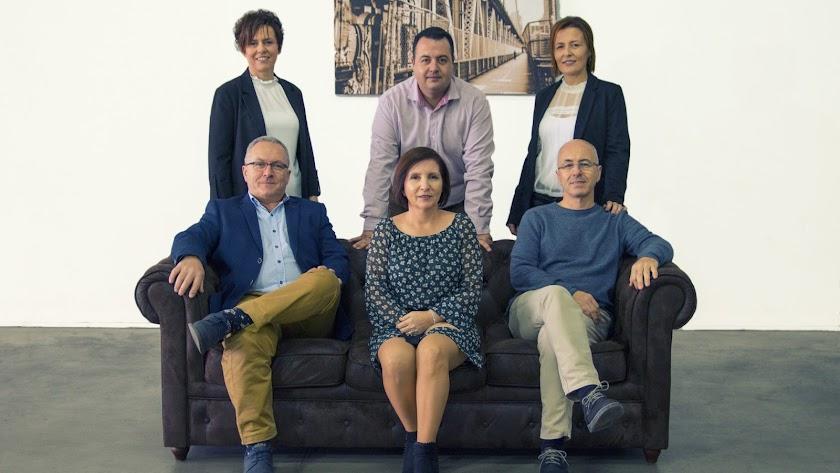 Los seis hermanos que gestionan Confiterías Hernández.