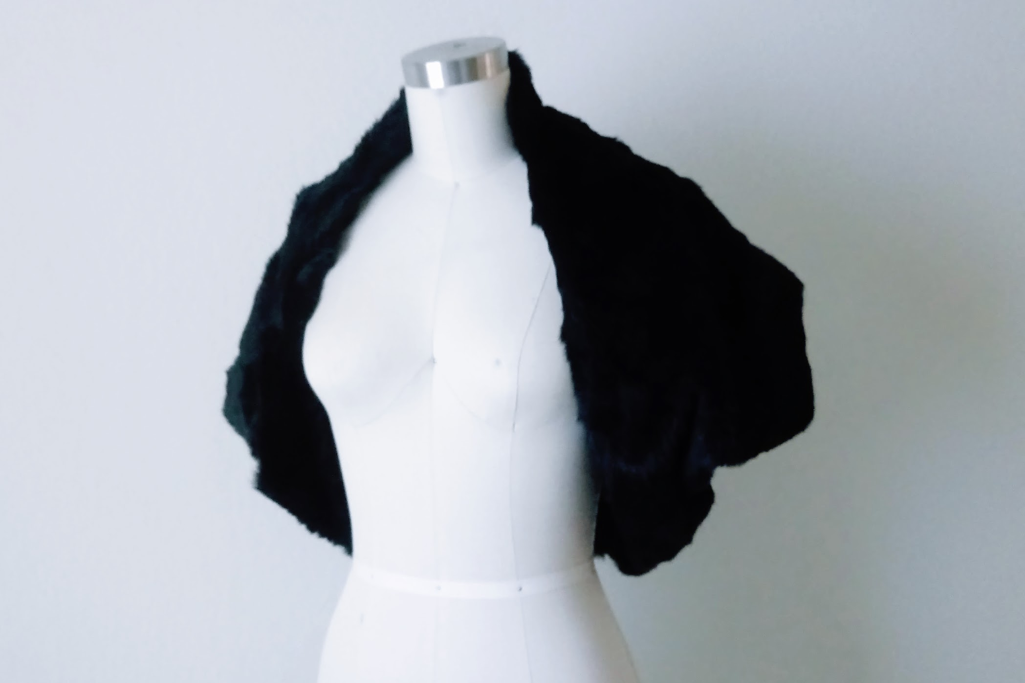 Black fur bolero shrug - DIY Fashion project | fafafoom.com