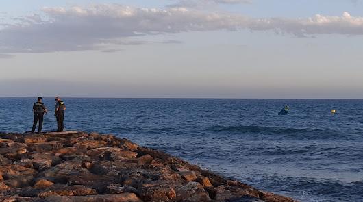 Rescate en Costacabana de un surfista arrastrado mientras practicaba kitesurf