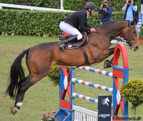 Estoril 2013: Auftaktspringen gewinnt Roger-Yves Bost