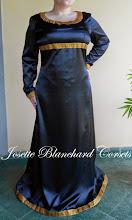 Photo: Vestido medieval em cetim chamusse com elastano em e detalhes em gorgorão. A partir de R$ 120,00.