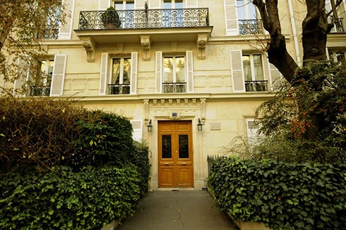 trocadero apartment entrance