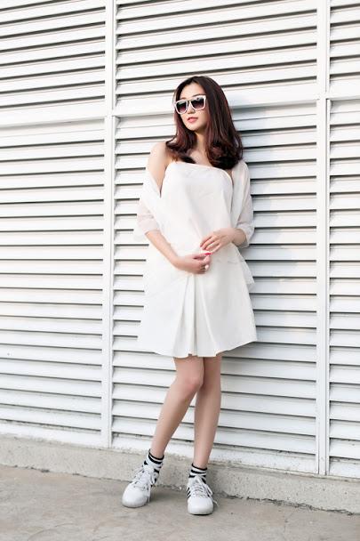 váy trắng mang giày gì