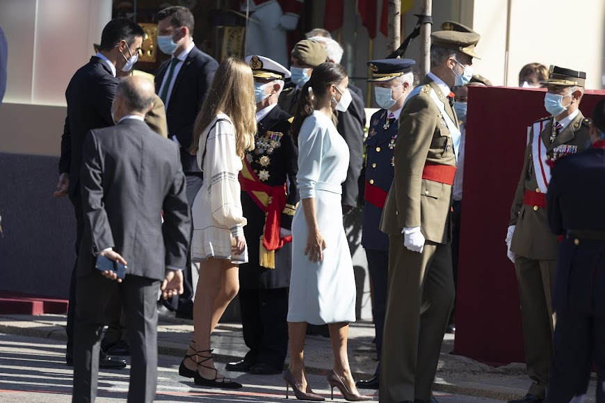 Un diseño sobrio y elegante de la almeriense María Barragán para vestir a la Reina Letizia en el Día de la Hispanidad.