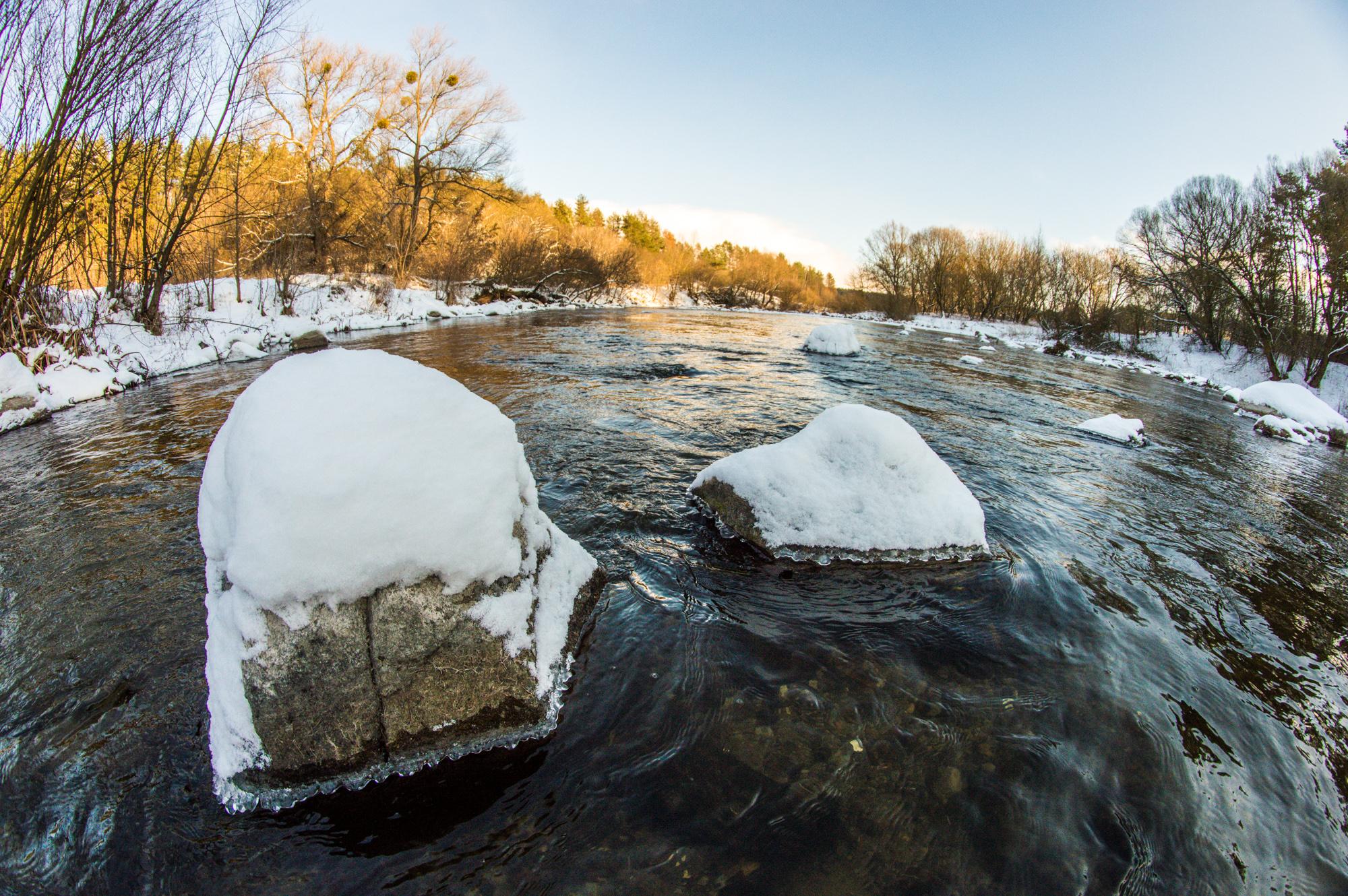 Каміння в річці