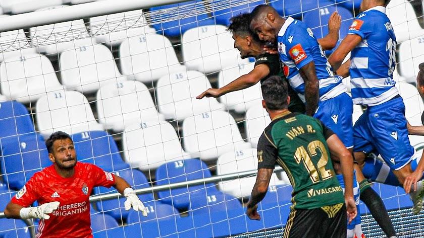 René Román en el partido Deportivo-Ponferradina.