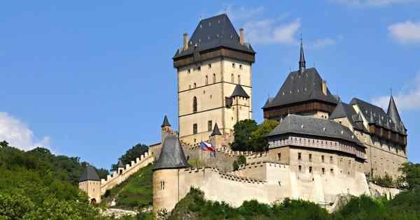 https://www.hrad-karlstejn.cz/website/var/tmp/image-thumbnails/90000/92118/thumb__OgTagImage/Karlstejn_01.jpeg