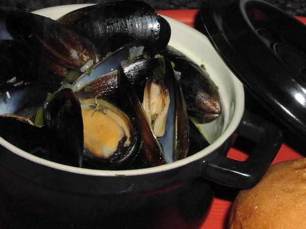 Mussels In Smoky Poblano-cilantro Broth Recipe