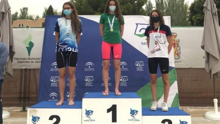 Elena Liarte en lo más alto del podio.