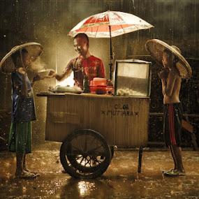 Indonesian Street Food by Joni Irwanto - Babies & Children Children Candids ( strobist, interest, indonesia, human interest, human )