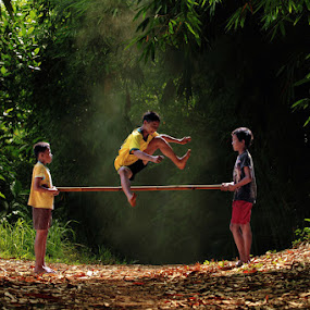 Bamboo Jumping by Ari Yuliarso - Babies & Children Children Candids ( playing, playground, bamboo, village, jumping, children, kids, kid, jump )